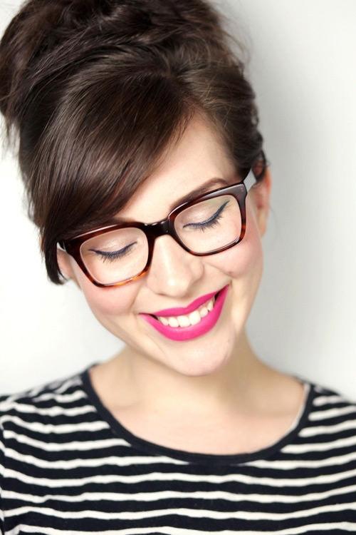 Delineador é um item essencial na maquiagem para quem usa óculos