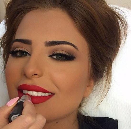 Maquiagem para casamento com boca vermelha é um luxo!